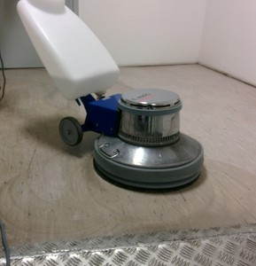 Grundreinigung PVC-Fußboden