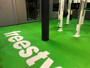 Nach der Grundreinigung der Freestylefläche in einem Fitnessclub
